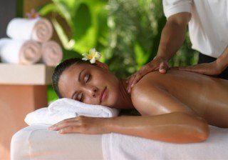 Aprende a dar un masaje de espalda en 5 pasos