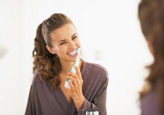 �Dientes blancos y sonrisa diez? Cons�guelo con el cepillado dental perfecto