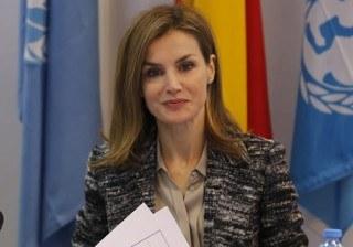 Letizia Ortiz rescata una chaqueta olvidada para convertirse en �compa�era� de trabajo de Angelina Jolie