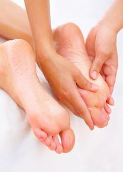 Revitalizar los pies: el masaje, paso a paso