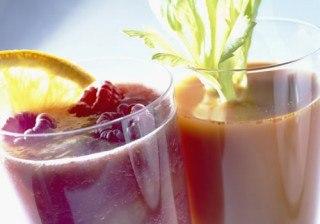 Zumos de fruta depurativos y llenos de vitaminas para el verano