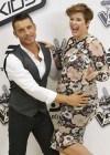 Tania Llasera embarazada de seis meses, con nuevo look y muy retro, espera impaciente a su hijo Pepe