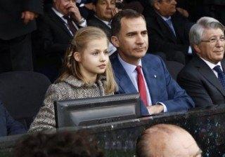 Fotos �Sorpresa en el Calder�n! La princesa Leonor celebra la victoria del Atl�tico de Madrid con su padre width=