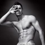 Cristiano Ronaldo en calzoncillos, posado en blanco y negro