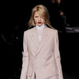 Abrigo de corte masculino de Givenchy oto�o-invierno 2010-2011