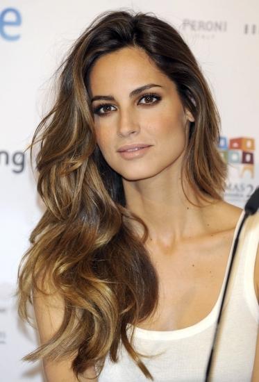 Ariadne Artiles opta por el cabello ondulado y con volumen