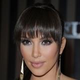 Kim Kardashian, estilo y glamour con un sencillo recogido