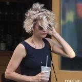 Meg Ryan con pelo corto y rizado