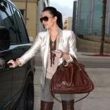 Kim Kardashian y su chaqueta larga
