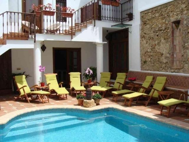 Piscina del hotel la villa en marbella fotos mujerdeelite - Hotel la villa marbella ...