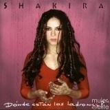 Shakira luc�a, en sus inicios, su color natural al estilo grunge
