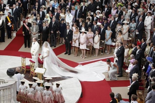 Los Príncipes de Mónaco no han cruzado sus miradas