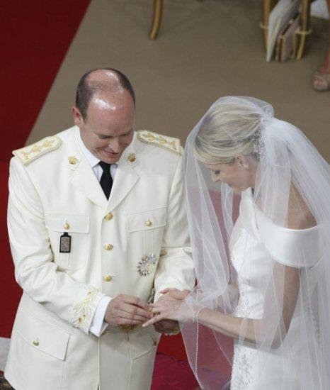 Los Príncipes de Mónaco se intercambian los anillos