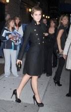 Emma Watson, atrevida y elegante enfundada en unos tacones de vértigo