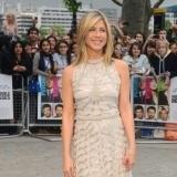 Jennifer Aniston reafirma sus piernas con ejercicio