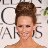 Jennifer Love Hewitt se suma a la moda de los recogidos