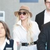 Lindsay Lohan con camisa blanca estilo masculino