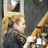 Miley Cyrus se tatu� un ancla en la mu�eca derecha