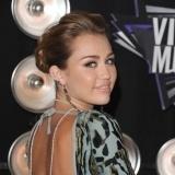 El tatuaje de Miley Cyrus en su oreja derecha
