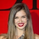 Natasha Yarovenko con labios rojos