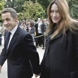 Carla Bruni y Nicol�s Sarkozy, una feliz pareja de guapa y feo