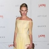Kate Bosworth combina el amarillo pastel con complementos dorados