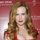 Nicole Kidman y su cabello rubio cobrizo con labios rojos