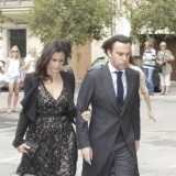 Jos� Mar�a Aznar Junior y su esposa, M�nica Abascal Ruano, en la boda de Sabina Flux� y Alfonso Fierro