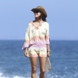 Alessandra Ambrosio, minivestido para ir a la playa