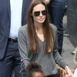 Angelina Jolie opta por el modelo aviador