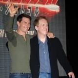 Tom Cruise luciendo una gran mancha de sudor en la axila