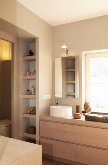 Rinconeras y estantes de obra ideales para aprovechar el for Estantes vidrio bano