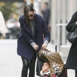Miranda Kerr y su look de mam� todo terreno