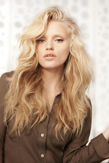 girl realzando el hair hot para que los días de invierno sean más ...