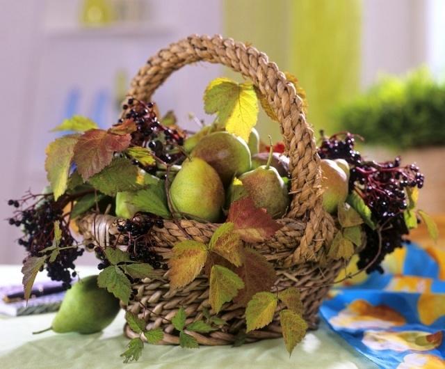 Centros de mesa con hojas y frutas
