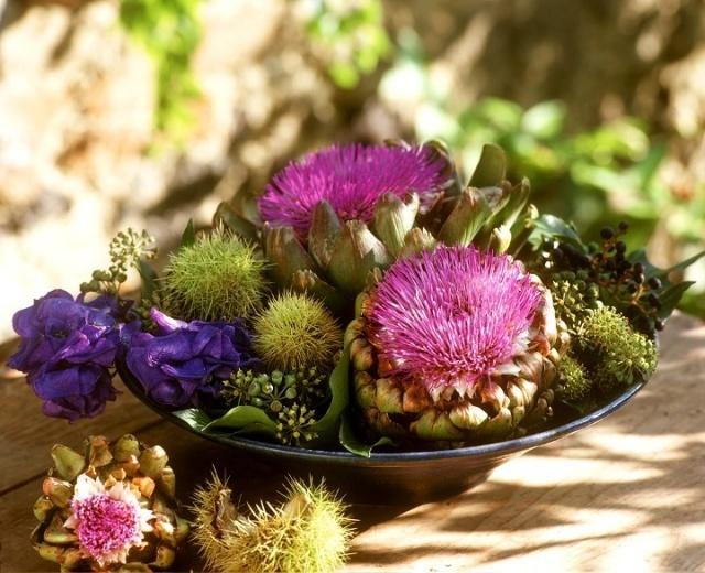 Centros de mesa oto�ales con alcachofas y casta�as