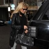 Kate Moss no se olvida de su abrigo de cuero