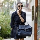 Eva Longoria con maxi bolso y tacones