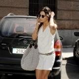 Sara Carbonero con maxi bolso saco