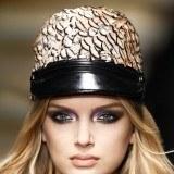 Maquillaje Roberto Cavalli con los ojos muy marcados