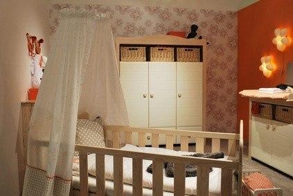 tonos claros en la habitacin del beb