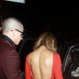 Jennifer L�pez luce espalda sexy junto a Casper Smart