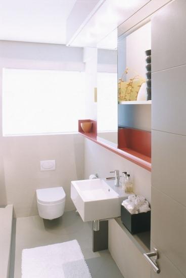 Baos blancos para ganar espacio en hogares pequeos fotos Banos blancos pequenos
