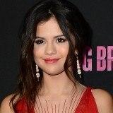 Selena G�mez, labios rojos para un look sexy