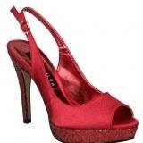 Zapatos de sal�n en color rojo sat�n como tendencia en moda calzado primavera-verano 2013