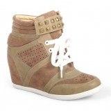 Sneakers con tachuelas como tendencia en moda calzado primavera-verano 2013