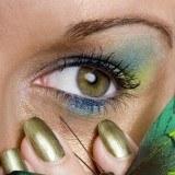 Maquillaje de ojos en azul combinando varios tonos