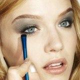 C�mo aplicar las sombras en el maquillaje de ojos azul turquesa
