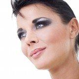Maquillaje de ojos en azul: los metalizados son perfectos para la noche