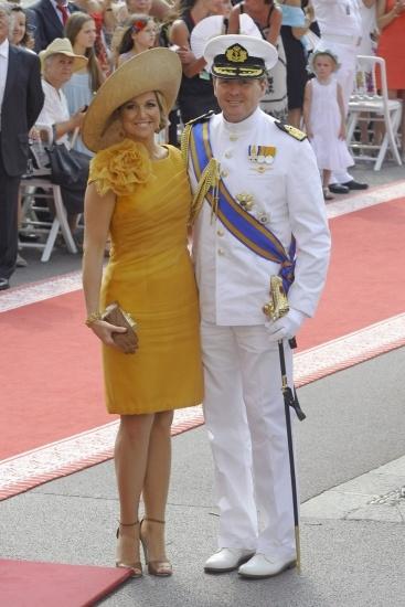 La princesa Máxima de Holanda y el príncipe Guillermo posan el día de la boda de Alberto de Mónaco y Charlene Wittstock